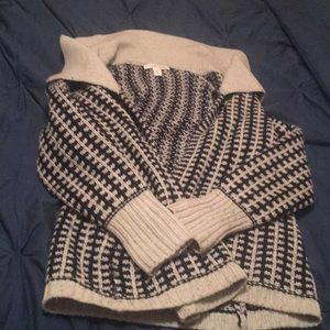 Beautiful wool sweater in black and white